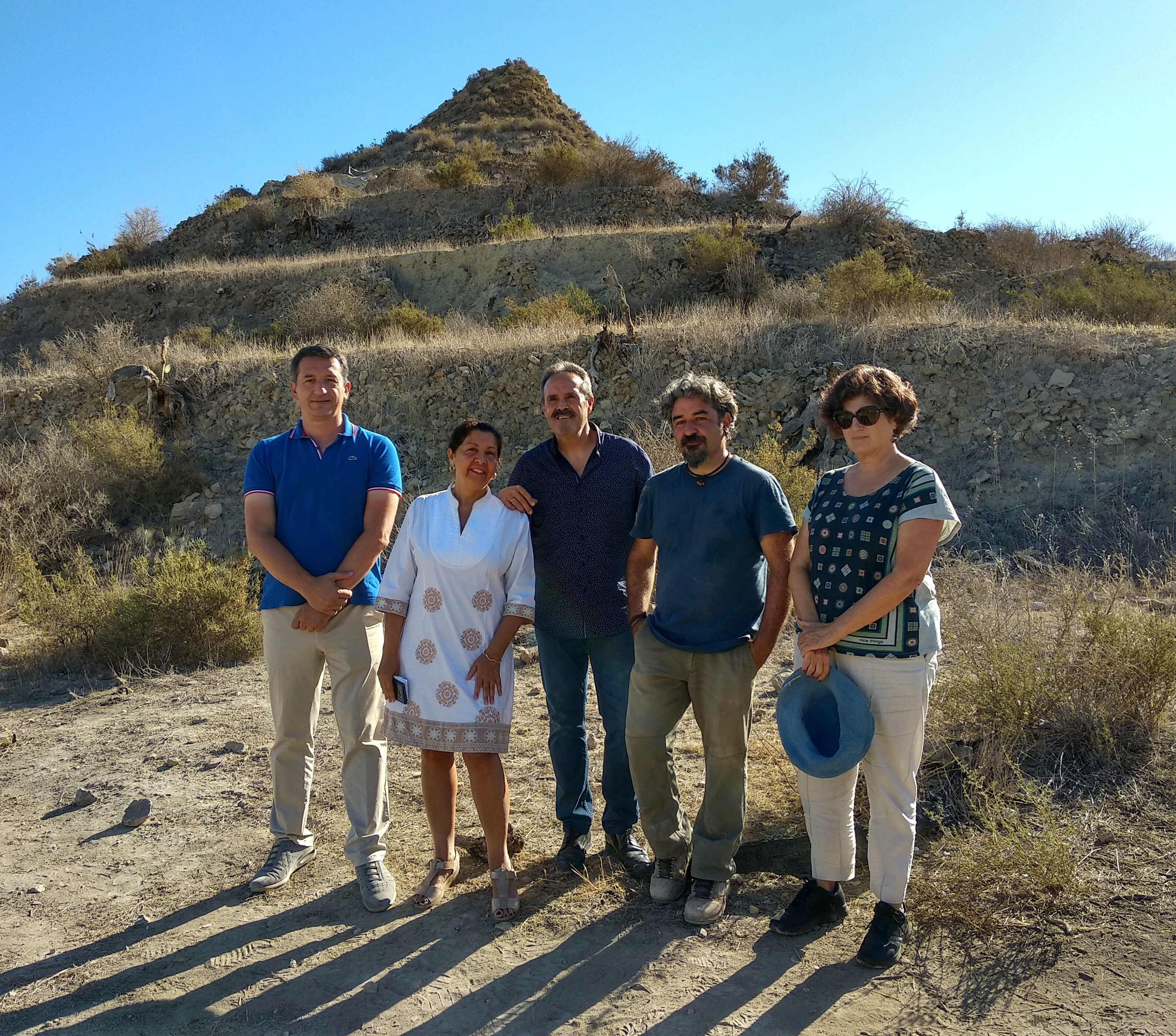 Almería´s Culture, Tourism and Sports Director from the Junta de Andalucía, Alfredo Valdivia Ayala, together with Ángela Suarez, Department Head of Museums and Culture, visited the excavations that the University of Granada and the Biocultural Archaeology Laboratories have been busy working on at Mojácar la Vieja.
